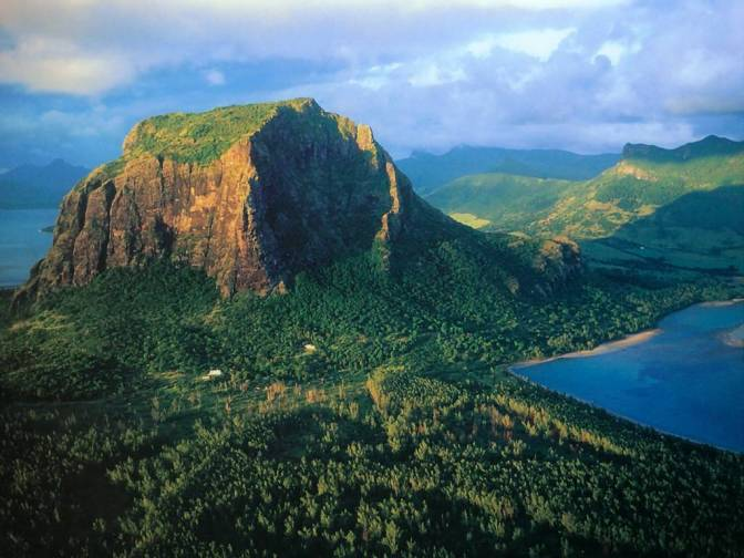 La montagne du Morne accessible au public.